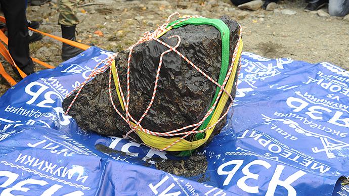 Chelyabinsk meteorite fragment, Chelyabinsk meteorite fragment found in lake october 16 2013, Chelyabinsk meteorite found in lake october 2013, Chelyabinsk meteorite fragment video, Chelyabinsk meteorite fragment photo, russian meteorite fragment, russian meteorite, Chelyabinsk meteorite news, Chelyabinsk meteorite update, is this a chunk of the russian meteorite?, russian meteorite found in Lake Chebarkul in the Urals, Lake Chebarkul meteorite, russian meteorite found in Lake Chebarkul, russian meteorite found in the urals, fragment of russian meteorite found in ural lake, october 2013 russian meteorite update, Is this a chunk of the Russian Meteorite? Photo: RIA Novosti / Aleksandr Kondratuk