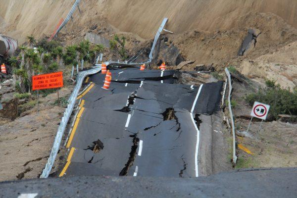 Highway Tijuana-Ensenada closed by landslide - December 28 2013, highway in Mexico destructed by landslide, landslide destructs scenic highway in Mexico, mexico landslide 2013, mexico landslide dec 2013