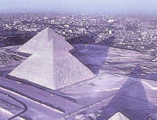 Egypt pyramids, Egypt pyramids covered by snow, snow over Egypt pyramids, Egypt pyramids snow, it's snowing in Egypt, Egypt under snow, for time since 100 years it snows in Egypt, Egypt pyramids under snow snow in Egypt for the first time since 100 year, Snow Covers Egypt for First Time in 100 Years, snow pyramids egypt, photo pyramids under snow, snow over pyramid photo, egypt pyramids snow 2013, december 2013 first snow in egypt since 100 years