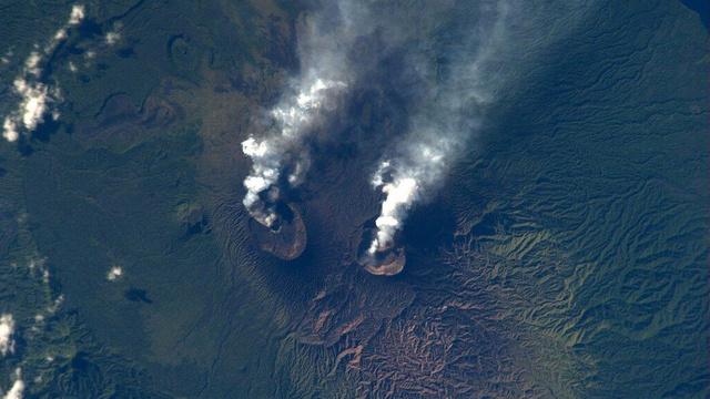 volcanic eruption, double volcanic eruption, Double volcano eruption in Vanuatu, vanuatu double volcanic eruptions, two volcanoes erupt in the same archipelago in Vanuatu, Double Volcano Eruption in Vanuatu islands near the Solomons in the Pacific