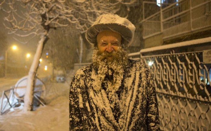 Snow in Jerusalem - December 2013, snow israel december 2013, people covered by snow in Israel december 2013, snow storm israel december 2013