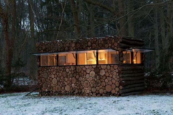 firewood stack log house, Photo: Thomas Mayer, log home photo, log cabin thomas mayer