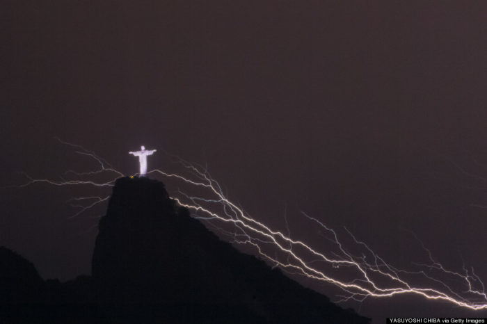 CHRIST THE REDEEMER, CHRIST THE REDEEMER photo, CHRIST THE REDEEMER lightning photo, lightning strikes CHRIST THE REDEEMER january 2014, lightning christ statue rio, lightning rio statue january 2014,