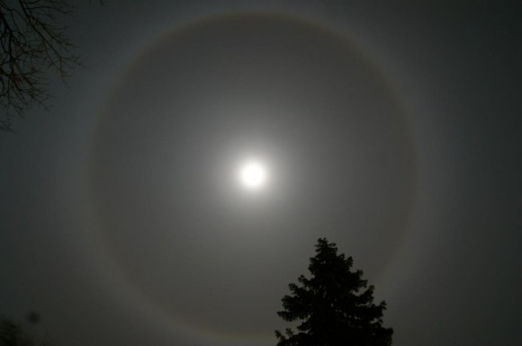 Moon halo shot in Anderson  Indiana, moon halo indiana, moon halo photograph, photo of moon halo, how to photograph moon halos?