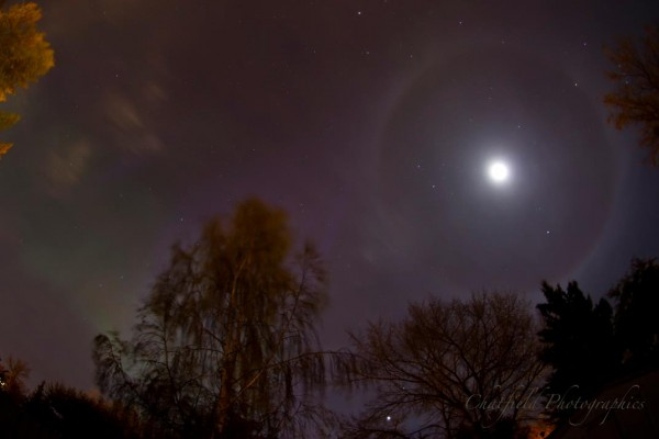 photo lunar halo, what makes halo around the sun or moon, rare earth phenomenon: sun or lunar halo, Lunar halo – with greenish northern lights on the morning of October 8, 2012 in Saskatoon, Saskatchewan, Canada