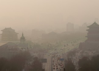 pollution china, China's industry exporting air pollution to U.S., China's international trade and air pollution in the United States, trade pollution from China to USA, China's exports linked to western U.S. air pollution, china exports pollution to US. US pollution export, pollution from china to the US, Vehicles move slowly through heavy smog in Beijing on Thursday, January 16. China's manufacturing of exports generates pollution that harms air quality -- not only in Asia but also all the way across the Pacific Ocean in the Western United States, according to a new study,