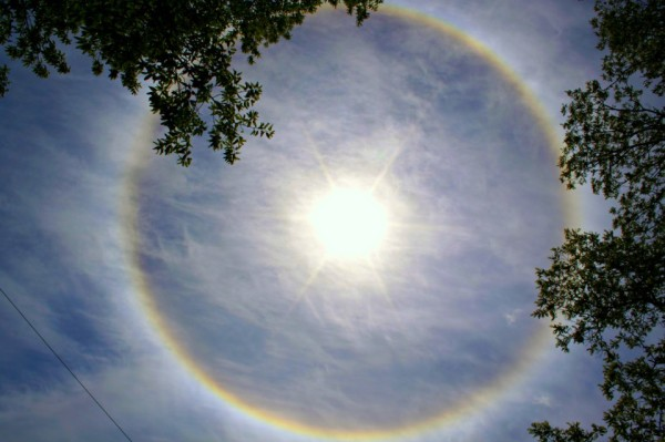 solar halo, sun dog, usa, moon halo, Monmouth sun halo may 2013, us sun halo 2013, sun halo photo, best sun halo photo, what makes a sun or moon halo?, formation of sun or moon halo, what are sun or moon halo?, what are sun or moon halo and how do they form?