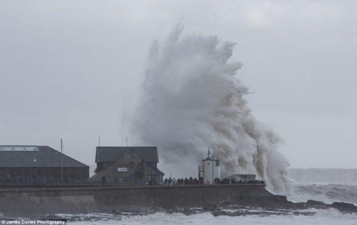 UK extreme weather 2014 photo, photo of UK extreme weather 2014, photo wave uk 2014, photo waves 2014 great britain, great britain uk storm 2014, wave uk destruction 2014, UK extreme weather 2014 destructive waves