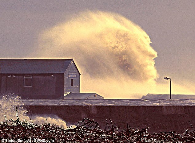 Amazing face wave , Amazing face wave photo, face in wave uk, uk face in wave 2014, 2014 face in wave photo, photograph of face in wave, face wave uk 2014, strange earth phenomenon: photo of face in wave uk 2014, face in wave uk 2014 photo, Amazing face wave caught in February 2014 in the UK