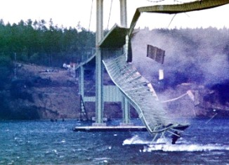 """Tacoma Narrows Bridge Collapse """"Gallopin' Gertie"""", Tacoma Narrows Bridge Collapse """"Gallopin' Gertie"""" video, video of Tacoma Narrows Bridge Collapse """"Gallopin' Gertie"""", amazing earth phenomenon: video of Tacoma Narrows Bridge Collapse """"Gallopin' Gertie"""", Tacoma Narrows Bridge Collapse, Tacoma Narrows Bridge (1940), bridge construction failure, bridge construction failure video: the tacoma narrows bridge collapse, The 1940 Tacoma Narrows Bridge collapsing in a 42 miles per hour (68 km/h) gust on November 7 1940. Photo: Barney Elliott, Tacoma-Narrows-Brücke, Tacoma-Narrows-Brücke video, Tacoma Narrows Bridge effondrement, vidéo de l'effondrement du Tacoma Narrows Bridge, pont de Tacoma effondrement vidéo, effondrement du pont du détroit de Tacoma en vidéo"""