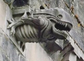 gargoyle, gargoyle image, weird gargoyle photo, 13th Century Paisley Abbey Alien gargoyle, best alien gargoyle, alien gargoyle, alien church gargoyle, strangest gargoyle images, weirdest gargoile images, strange gargoyle on ancient churches, ancient church gargoyles