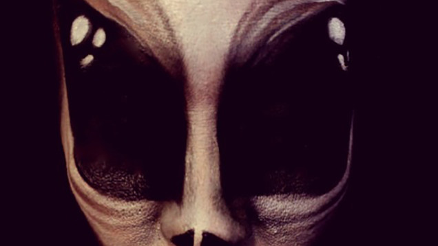 alien, alien make-up, alien make-up face, best alien make-up job, amazing alien make up face, alien make up face, this alien make-up face looks like an oil canva, make-up art, freaky make-up alien art, Alien make-up job by MissyDeanna. Photo: Imgur