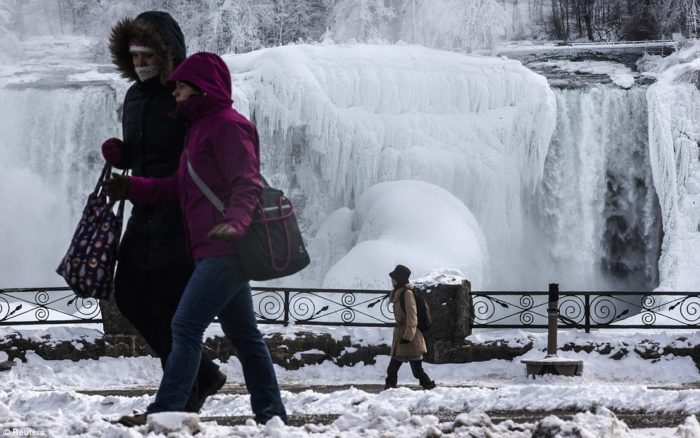 frozen Niagara falls march 2014, chutes du Niagara gelées mars 2014, niagara fàlle sind gefroren Màrz 2014, frozen niagara falls march 2014 image, Record deep temperatures freeze thje Niagara Falls on March 2014