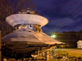 UFO welcome center, UFO welcome center SC, UFO welcome center Bowman, alien, extreterrestrial center, us center for alien, us center for UFO, alien welcome center, UFO welcome center at night. Photo: Mark Steigelman