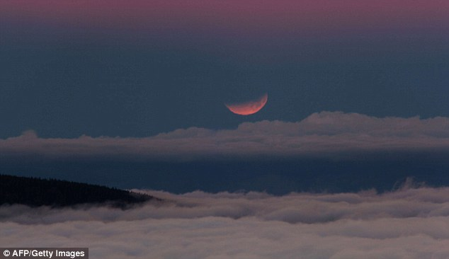 best blood moon photo april 15 2014, Best blood moon photo April 15 2014: Spanish Canary Island of Tenerife. Photo: AFP/ Getty Images