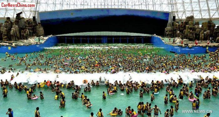 Wuhu China  city images : Swimming pool tsunami during Mexico earthquake strange sounds