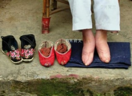 Chinese Foot Binding, photo of Chinese Foot Binding, Chinese Foot Binding photo, Chinese Foot Binding tradition, traditional Chinese Foot Binding, Shoes are terribly small... And the foot binding tradition terribly wrong. Photo: China.org.cn