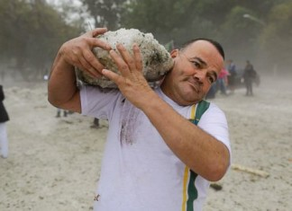 hailstorm sao paolo may 2014, hail in brazil may 2014, hailstorm sao paolo may 2014, huge hailstorm sao paolo brazil may 2014, hailstorm sao paolo brazil may 2014, apocalypse before world cup in Brazil: hailstorm in Sao paolo may 19 2014, chaos in Brazil: hailstorm in sao paolo may 19 2014, Hailstorm in Sao Paolo on May 19 2014, Hailstorm in Sao Paolo on May 19 2014. Photo: Nelson Antoine/AP