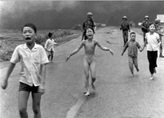 Kim Phuc, iconic photo vietnam war: Kim Phuc after napalm attack, Kim Phuc photo, Kim Phuc life after burn, Kim Phuc vietnam war photo, vietnam war photo, terrible vietnam war photo, vietnam war Kim Phuc vietnam war photo, Kim Phuc seen fleeing the napalm attack on her village as photographed by Nick Ut, Above: Kim Phuc seen fleeing the napalm attack on her village as photographed by Nick Ut. Below: Kim Phuc and her baby, a new symbol of courage and peace
