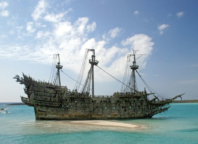 Pirate shipwreck, Pirate ship, Pirate ship wreck: Davy Jones' ship in the Pirates of the Caribbean. Photo: Villains Wiki