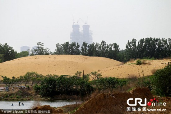 a lake transformed into a desert in China, china lake transformed into a desert in Zhengzhou, instead of building a lake they create a desert., Zhengzhou desert, Zhengzhou desert fail, Zhengzhou desert problem, Zhengzhou desert formation, Zhengzhou artificial desert, Zhengzhou desert photo, new desert Zhengzhou desert photo, new Zhengzhou desert photo, natural catastrophe: Zhengzhou artificial desert, The artificial sand desert near Zhengzhou, Zhengzhou desert sand, China tries to make artificial lake but creates desert instead, Chinese City Tries to Create Artificial Lake Ends Up with Sahara-Like Desert Instead, This was lake transformed into a desert in Zhengzhou, China