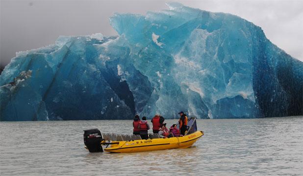 calving glacier quake, calving glacier earthquake, calving glacier tremor, tremor produced by calving glacier and iceberg, calving glacier quake, calving glacier earthquake, calving glacier tremor, tremor produced by calving glacier and iceberg