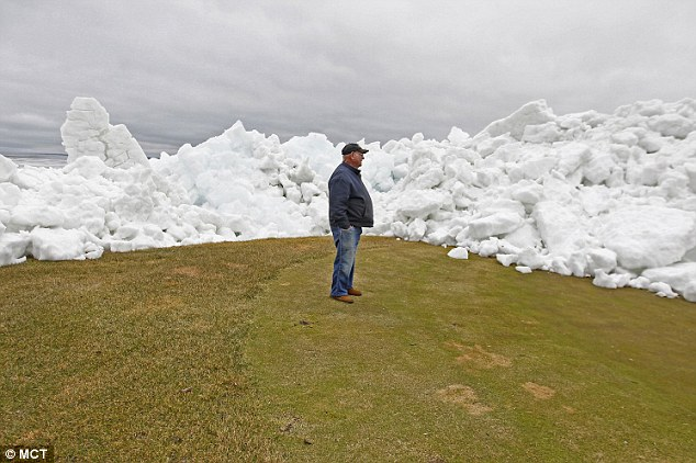 Ice tsunami Izaty, Ice tsunami Minnesota, Ice tsunami Lake Mille lacs, Ice tsunami Izaty may 2014, Ice tsunami Minnesota may 2014, Ice tsunami Lake Mille lacs may 2014,  Ice tsunami Izaty may 2014 video, Ice tsunami Minnesota may 2014 video, Ice tsunami Lake Mille lacs may 2014 video, Ice tsunami in Lake Mille Lacs in Onamia in Minnesota - May 2014, Ice wall on the green of the golf court of Izatywhere after the ice tsunami in Lake Mille Lacs in Onamia in Minnesota - May 2014.