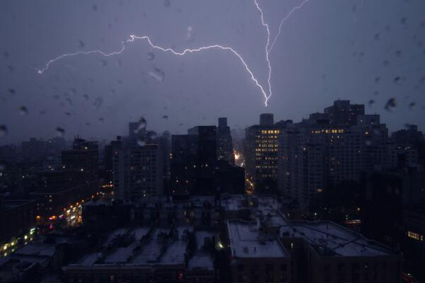 lightning New York photo may 2014, lightning storm New York may 2014, lightning strikes world trade center New York May 23 2014 photo, No meteor shower but amazing lightning strikes in New York City on May 23 2014. Photo: Tim Toda