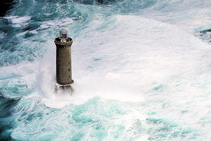 crazy jobs in the world: kereon lighthouse, most dangerous jobs in the world: kereon lighthouse, keepers at kereon risk their lives to go on week-ends, le phare de kéréon or Kereon lighthouse during a storm in Brittany. Photo by Frédéric le Mouillour, phare de kéréon, phare de kéréon photo, Most dangerous jobs in the world: kereon lighthouse keeper, Most dangerous jobs in the world kereon lighthouse keeper by Frédéric le Mouillour, job les plus dangereux dans le monde: travailler au phare de kereon, travailler au phare de kereon est incroyable, You really have to be crazy to get in and out of this lighthouse, how is it to work in a light house, terrifying job: lighthouse keepers, crazy lighthouse keepers at kereon