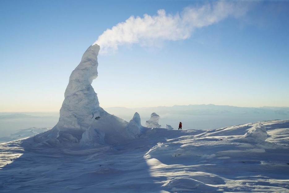 amazing natural phenomena, amazing natural phenomenon, snow chimney or fumaroles, fumaroles, snow chimney, Snow Chimney: Fumaroles are vents that allow steam from volcanoes to escape into the open. Photo: Twitter