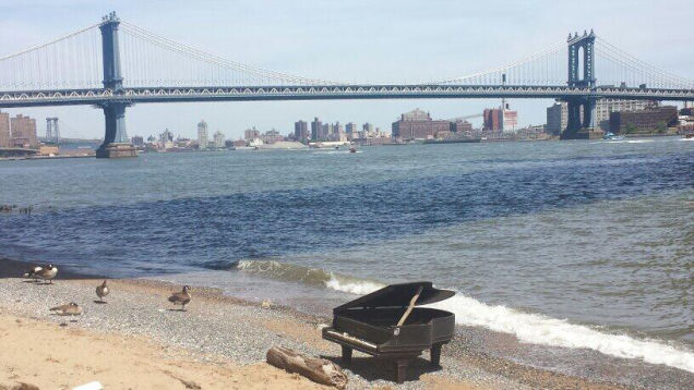 piano east river june 2014, video of east river piano Manhattan june 2014, strange stranded piano found in East River Manhattan New York June 2014,  piano brooklyn bridge june 2014, mysterious piano new York june 2014, piano east river brooklyn bridge new York june 2014, june 2014 piano east river new york video, video of east river piano Manhattan june 2014This piano was found along the East River near the Brooklyn Bridge in New York - June 7 2014