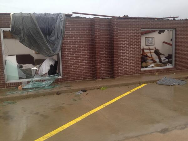 storm midwest june 2014, apocalyptic storms midwest june 2014, hail storm and tornadoes midwest (Nebraska and Iowa) June 3 2014, Storm Iowa june 3 2014, MAssive storms also swept through Iowa where some buildings were destroyed by wind gusts of up to 85 mph. Photo: Twitterer: Lt. Darcy Tierney