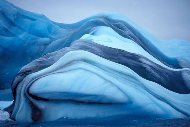 striped iceberg, amazing striped iceberg photo, Amazing Natural Phenomenon: Striped iceberg in Antarctica. Photo: Oyvind Tangen