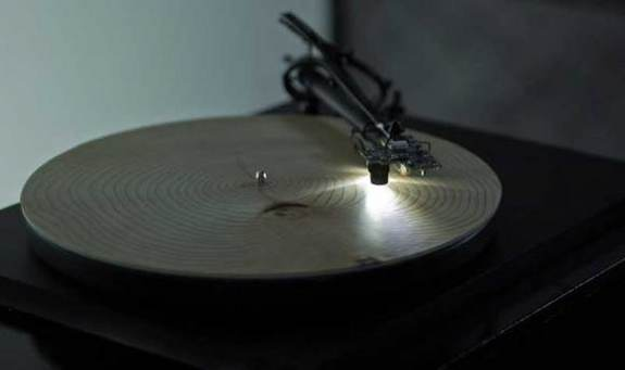 tree record player, What Tree Rings Sound Like Played on a Record Player, amazing artpiece: tree record player, amazing experimental music: tree record player, This is the unexpected and eerie sound of tree rings when played on a record player, amazing sound, strange sound, sound of tree sounds of tree rings, can slices of rings make music, tree rings music, tree ring sounds, the strange sounds and music of tree rings, best experimental art and music: tree ring sounds