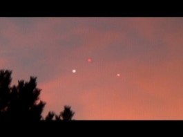UFO sighting, ufo singhting june 2014, ufo, strange lights in the sky, what are these strange lights in the sky over rome, rome ufo meeting june 2014, strange lights sky rome june 2014, ufo strange lights june 2014, strange lights in the sky over rome during UFO meeting on June 1 2014, ufo squadron rome june 2014