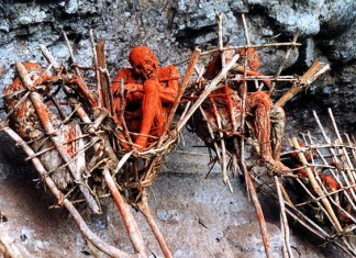Aseki Smoked Bodies, Aseki Smoked Bodies papua new guinea, smoked bodies papua new guinea, Aseki Smoked Bodies photo, Aseki Smoked Bodies video, Strange custom and ritual: Aseki Smoked Bodies. Photo: Papua New Guinea Journal, Strange custom and ritual photo, Strange custom and ritual video, The smoked Aseki bodies in Papua New Guinea are part of the local culture. It's shocking, but these methods are real, smoked aseki bodies picture, The people in Menyama smoke the bodies of their dead in order to preserve them, amazing ancient ritual: Aseki Smoked Bodies, Aseki Smoked Bodies amazing ritual, Aseki Smoked Bodies, Papua New Guinea weird rituals: mysterious Aseki Smoked Bodies