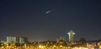 Residents of SE Australia were stunt by a mysterious fireball falling from the sky on July 10 2014. It was space junk. Photo: Twitter User @RegularSteven, Bright meteor (or space junk) lights up skies over Australia July 10 2014, Mysterious Space Junk Fireball Goes Sonic Over Australia on July 10 2014, Mysterious Space Junk Fireball lights up the sky of australia july 10 2014, fireball australia july 10 2014, space debris fireball australia july 10 2014, fireball space debris australia july 10 2014, space debris australia july 10 2014, mysterious firaball meteor over australia july 10 2014, mysterious fireball australia july 2014, fireball sydney july 2014, space junk australia july 10 2014, space junk fireball over se australia july 10 2014,
