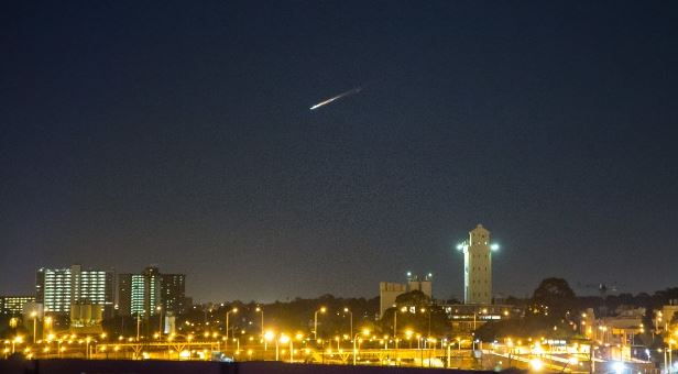 Residents of SE Australia were stunt by a mysterious fireball falling from the sky on July 10 2014. It was space junk. Photo: Twitter User @RegularSteven, Bright meteor (or space junk) lights up skies over Australia July 10 2014, Mysterious Space Junk Fireball Goes Sonic Over Australia on July 10 2014, Mysterious Space Junk Fireball lights up the sky of australia july 10 2014, fireball australia july 10 2014, space debris fireball australia july 10 2014, fireball sp