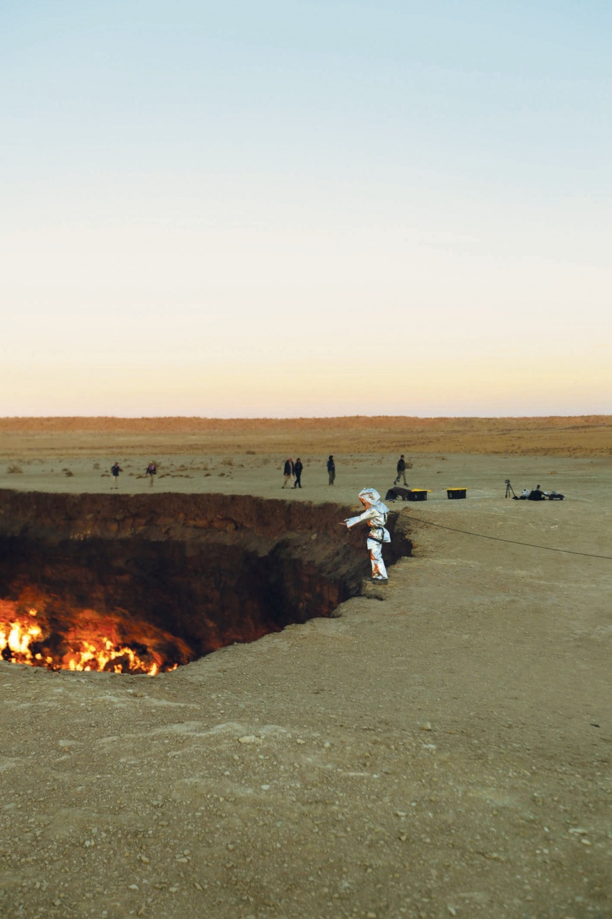 Darvaza Crater first exploration, first video of inside the darvaza (door to hell) crater, door to hell exploration Kourounis, first exploration of door to hell, Kourounis at the edge of  the Carvaza Crater just before starting the first exploration ever made of this pit on fire. Photo: eorge Verschoor/National Geographic Channels, Darvaza crater, door to hell, George Kourounis, first exploration of door to hell burning crater, George Kourounis is the first man exploring the door to hell in Turkmenistant, door to hell first exploration, going down the door to hell for exploration, first man in door to hell, first man in darvaza crater, looking for alien life in door to hell, first odyssey into door to hell to search for alien life, door to hell exploration, The Darvaza crater or Door to hell is a burning pit situated in the desert of north Turkmenistan. Photo: George Verschoor/National Geographic Channels. what is the door to hell, how did the door to hell form ?, inside door to hell video, first video of inside the door to hell, darvaza crater first video, exploring the door of hell for alien life, living in harsch condition around the world, darvaza carter alien life, incredible odyssey in darvaza crater turkmenistan july 2014, video of alien odyssey in door to hell, In search for alien life in the door to hell. Alien? I think we have a good specimen photographed here by George Verschoor/National Geographic Channels, Darvaza Crater first exploration, first video of inside the darvaza (door to hell) crater, door to hell exploration Kourounis, first exploration of door to hell, Kourounis at the edge of  the Carvaza Crater just before starting the first exploration ever made of this pit on fire. Photo: eorge Verschoor/National Geographic Channels