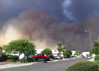 The apocalyptic sand of wall engulfed houses and cut electricity for thousands of people.. Photo: Twitter user: