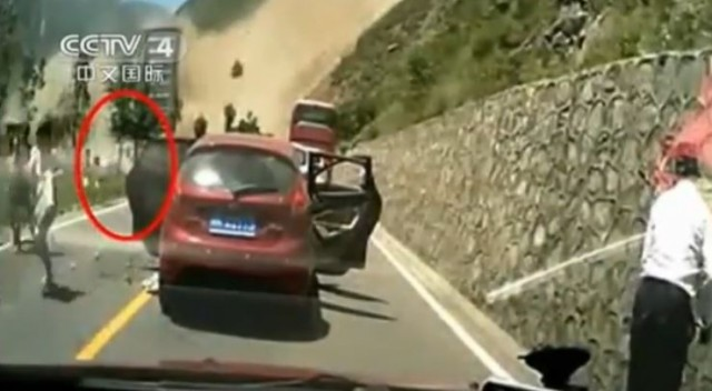 landslide, killer landslide, killer landslide china video, landslide china july 2014, apocalyptic landslide july 2014 china, killer landslide sichuan july 2014 video, This apocalyptic landslide destroyed several cars and killed drivers in Sichuan on July 19 2014