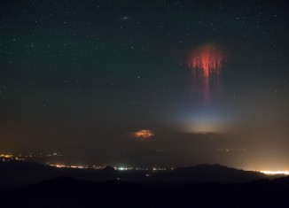 red sprite, red sprite photo, red sprite photo july 2014, red sprite photo july 2014 new mexico, red sprite photo NM july 2014, red sprite photo phenomenon new mexico july 18 2014, space weather: red sprite new mexico july 18 2014, sprite photo 2014, amazing space phenomenon: red sprites photo july 2014 usa, sprites photo over thunderstorms clouds in New Mexico july 18 2014, july 2014 sprite photo, photo of red sprite new mexico july 2014, Eerie space weather phenomenon: This red sprite was captured by Harald Edens above thunderstorms in New Mexico on July 18 2014