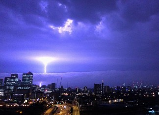 terrifying lightning photo London, Another view of this fantastic and terrifying lightning photo over London. Photo: Reddit
