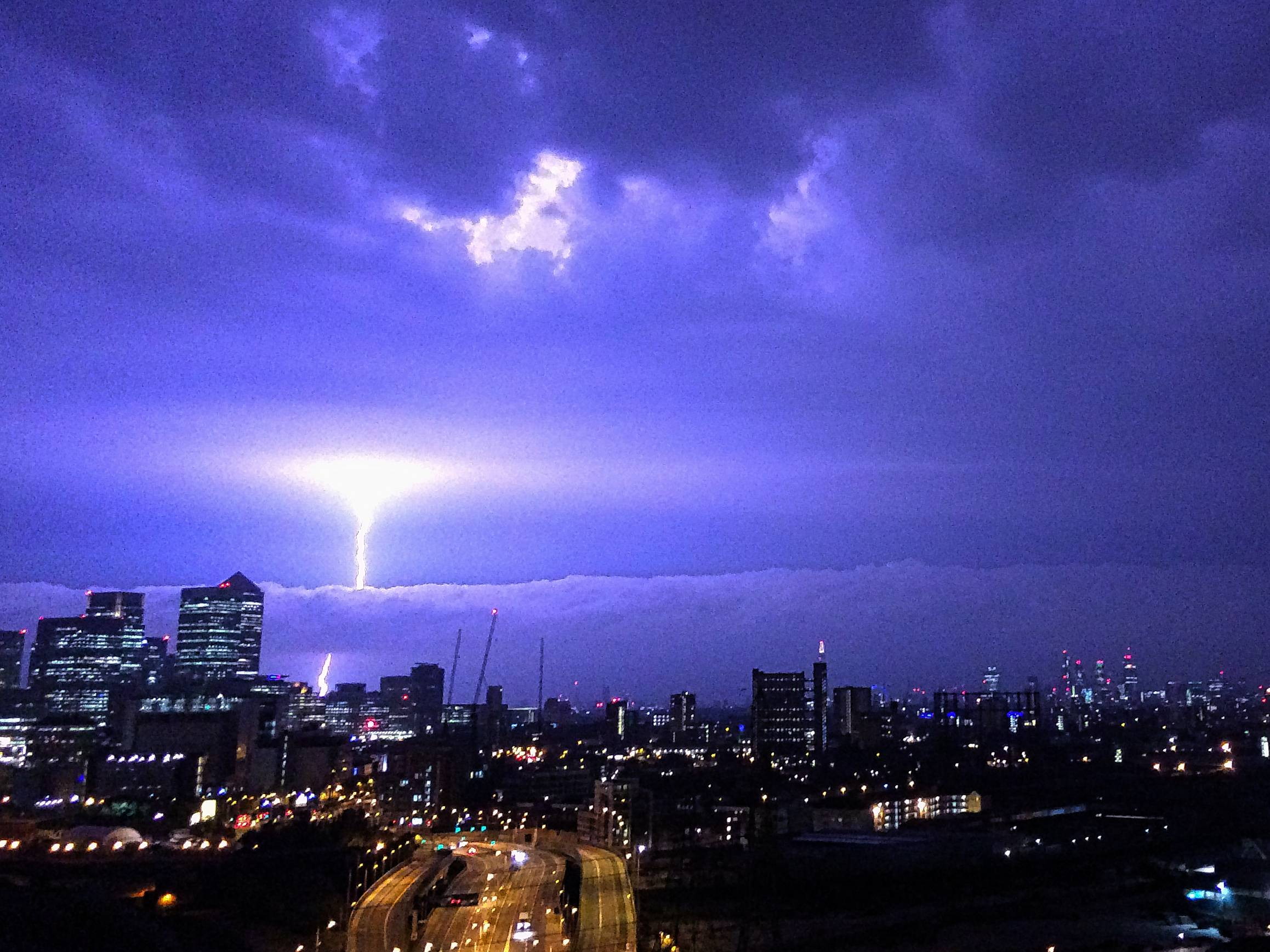 lightning, terrifying lightning photo London, lightning photo, Another view of this fantastic and terrifying lightning photo over London. Photo: Reddit, Lightning Photo, Terrifying Lightning Photo Over London, This terrifying lightning photo was caught over London on July 18 2014 during a thunderstorm! Fantastic picture!
