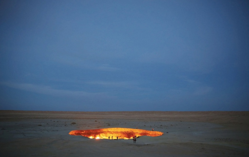Darvaza crater, door to hell, George Kourounis, first exploration of door to hell burning crater, George Kourounis is the first man exploring the door to hell in Turkmenistant, first man in door to hell, first man in darvaza crater, looking for alien life in door to hell, first odyssey into door to hell to search for alien life, door to hell exploration, The Darvaza crater or Door to hell is a burning pit situated in the desert of north Turkmenistan. Photo: George Verschoor/National Geographic Channels. what is the door to hell, how did the door to hell form ?,