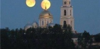 Double moon hoax, Double moon hoax debunked, Double moon hoax photo, double moon, mars same size as moon on August 27 2014, Double moon hoax on August 27,