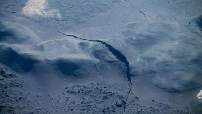 Bardarbunga Volcano, Bardarbunga Volcano fracture, Bardarbunga Volcano sinkhole, Bardarbunga Volcano crack, Bardarbunga Volcano ice crack, Bardarbunga Volcano glacier cracks, Bardarbunga Volcano ice sinkhole, Bardarbunga Volcano eruption, Bardarbunga Volcano caldera, Icelandic Bardarbunga Volcano, Bardarbunga Volcano update: Ice fractures and sinkholes are forming in the glacier covering the icelandic volcano.