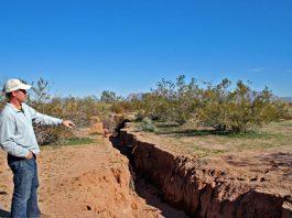 arizona crack, arizona fissure, giant crack arizona, giant erth fissure arizona