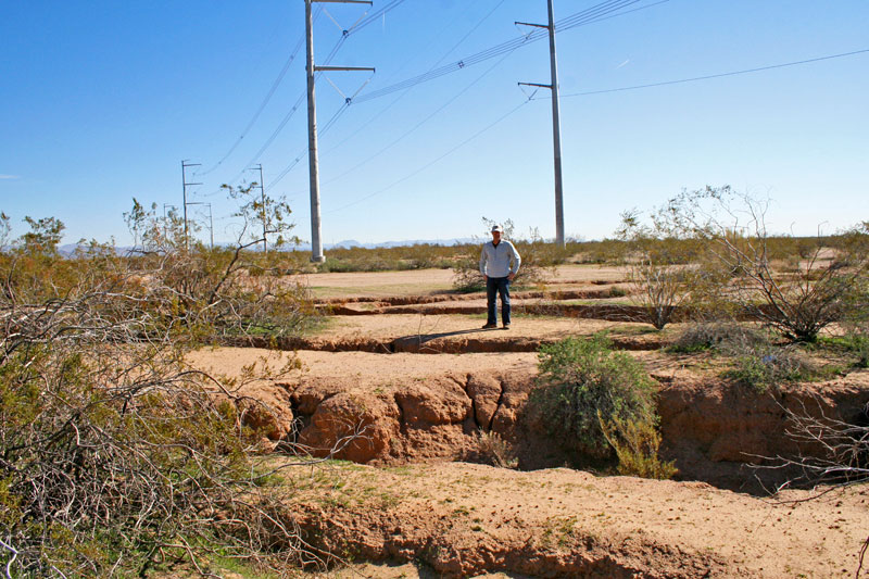 Arizona is gradually eaten by cracks, sinkholes and fissures in the ground. Photo: