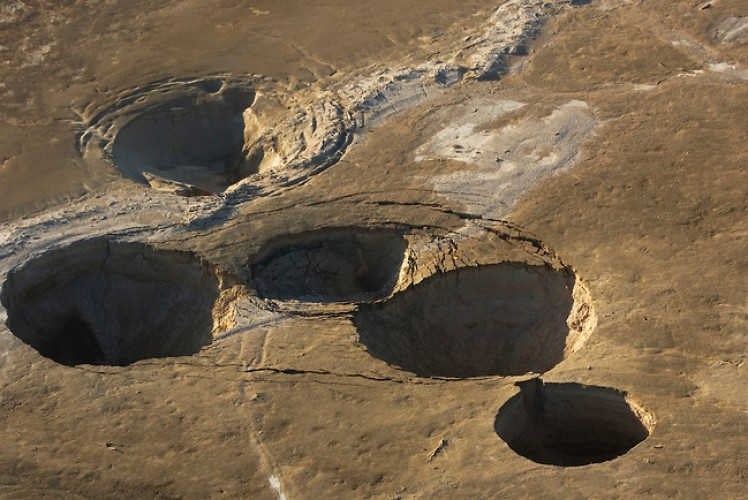 dead sea sinkholes, sinkhole dead sea, dead sea sinkhole, Sinkholes Discovered in the Dead Sea, Dead Sea sinkholes, plague of sinkhole around dead sea, drying dead sea sinkhole, Huge cavities are forming around the drying Dead Sea. Here an aerial view of sinkholes near Kibbutz Ein Gedi in Israel' 2011. Photo by Menahem Kahana, A close-up photo of these massive chiasms opening up around the drying Dead Sea. Photo: Foeme, Vicious: Example of crops beeing destroyed by these giant sinkholes around the Dead Sea! Photo: Foeme, A close-up photo of these massive chiasms opening up around the drying Dead Sea. Photo: Foeme